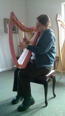 Karianne with harp